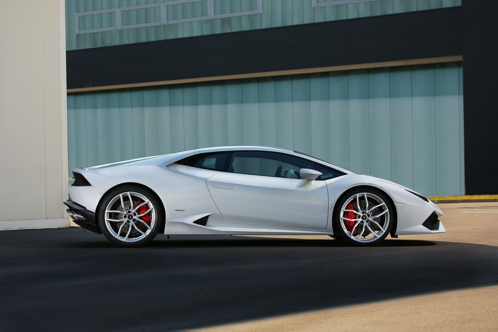 facelifted lamborghini huracan may get four wheel steering. Black Bedroom Furniture Sets. Home Design Ideas