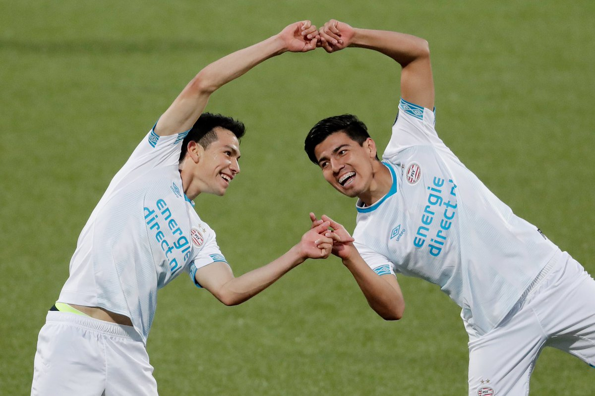 PSV Eindhoven teammates Hirving Lozano and Érick Gutiérrez celebrates a goal in Dragon Ball Fusion style