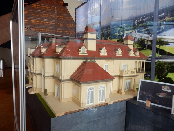 Downsizing miniature mansion model
