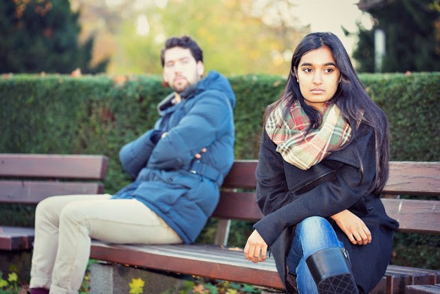 10 Signs Your Relationship Is at the Verge of Tearing Apart