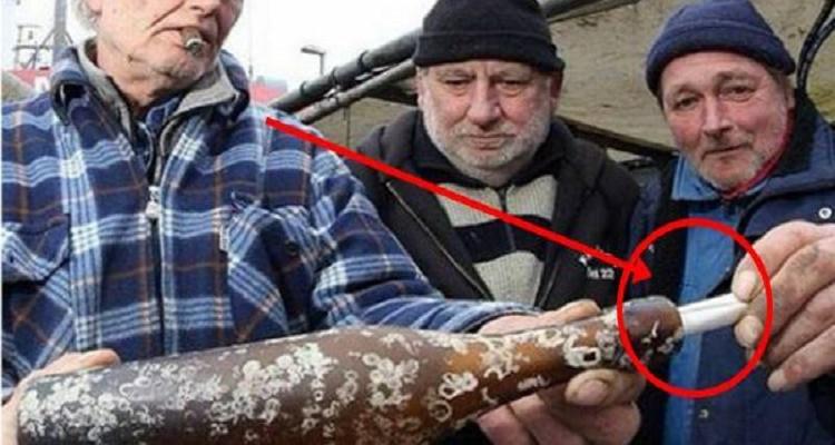 صيادون يعثرون علي رسالة غريبة في زجاجة بالبحر مر عليها أكثر من 103 عام