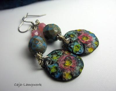 Ohrringe mit Clay Blüten-Anhängern