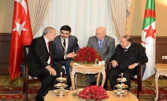 الرئيس الجزائري يتحادث مع نظيره التركي