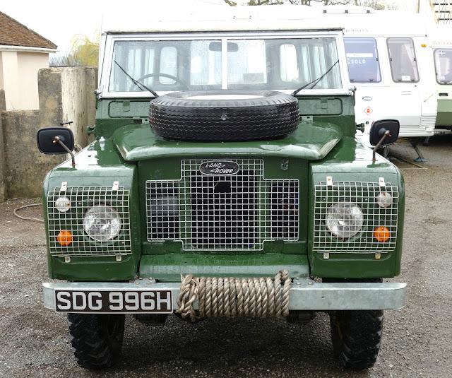 Landrover Defender Land Rover Series 109: Landrover Defender: 1969 Land Rover Series 2a 109 2.25