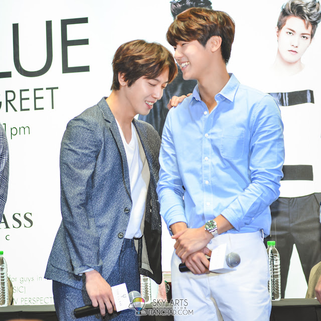Candid photo between YongHwa and MingHyuk