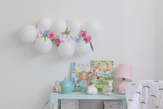 diy guirlande de fleurs et de ballons. Black Bedroom Furniture Sets. Home Design Ideas
