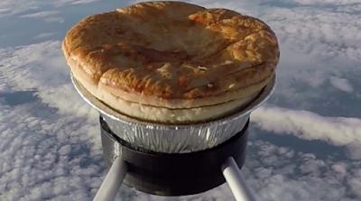 Εκτόξευσε... πίτα στο διάστημα!