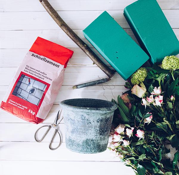 Material für DIY Geschenk zum Muttertag: Ein Herz-Baum aus frischen Schnittblumen. Titatoni.de