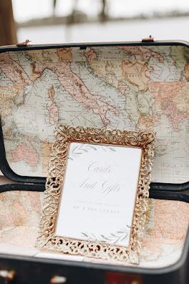 Travel wedding decor; ceremony