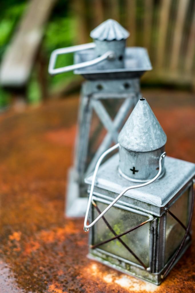 www.fim.works | Lifestyle-Blog | Laternen, Zink-Laternen, verzinkte Laternen, Shabby-Deko, Gartendeko, Deko, rostige Tischplatte