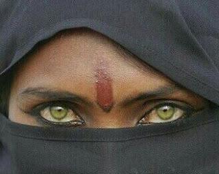 Mujer con una mirada que refleja mil emociones