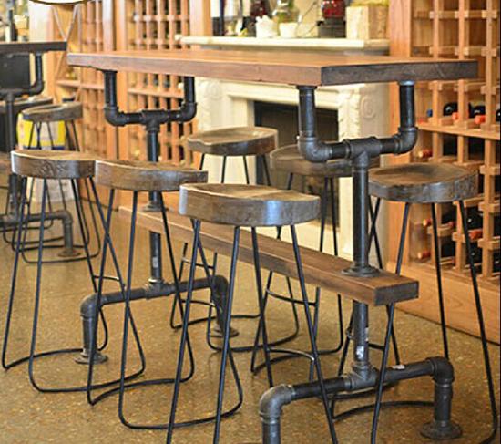 Desain set meja unik dari pipa besi