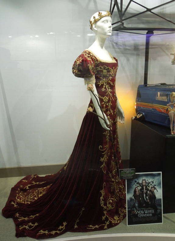 Kristen Stewart Snow White coronation gown