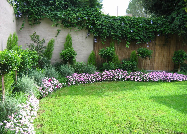 Home gardening and landscaping ideas bahay ofw for Landscape gardening for small gardens