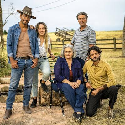 Miroel e Nilda Matheus são pais de Amadeu, Ticiana e Vicente. A família é rival dos Ramirez, em 'A Dona do Pedaço' — Foto: TV Globo/João Miguel Jr.