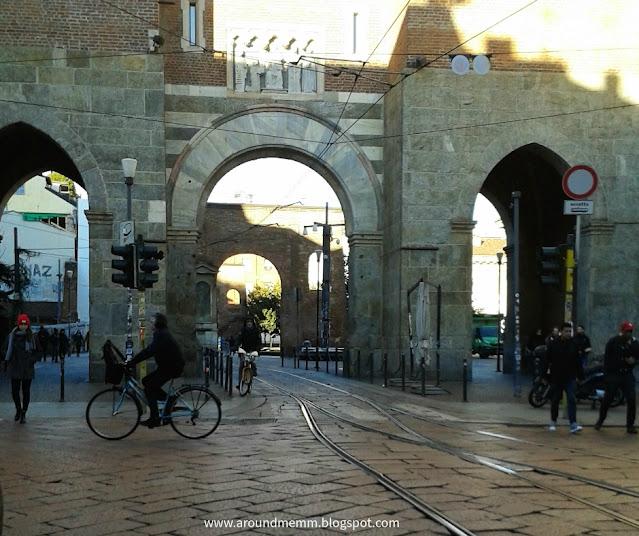 Porta Ticinese antica con archi di mattoni