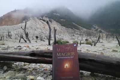 """Serem! Inilah 3 buku """"Horor'' yang terdapat di Gunung Papandayan"""