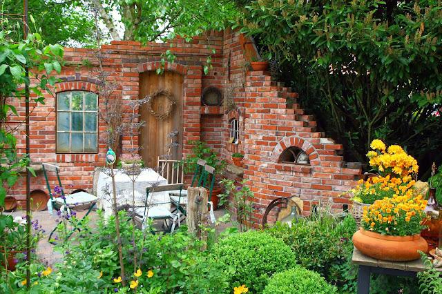 Mauern aus alten Ziegelsteinen