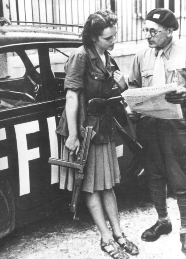 30 Vintage Photos Of Beautiful Female Partisans And