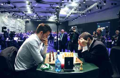 Le champion du monde d'échecs norvégien Magnus Carlsen (2908) fait une bouchée de l'Arménien Sergei Movsesian (2685) - Photo © site officiel