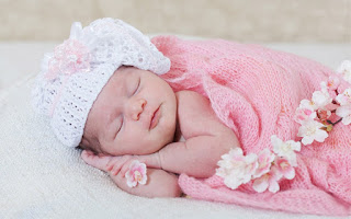 baby sleeping with good night text Wallpaper