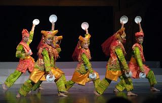 Bentuk Tari Kreasi (Tari Kreasi dari Tradisi dan Nontradisi)