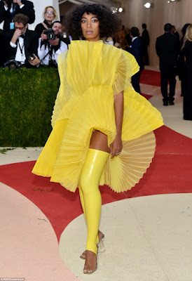 solange knowles on the met gala 2016 red carpet