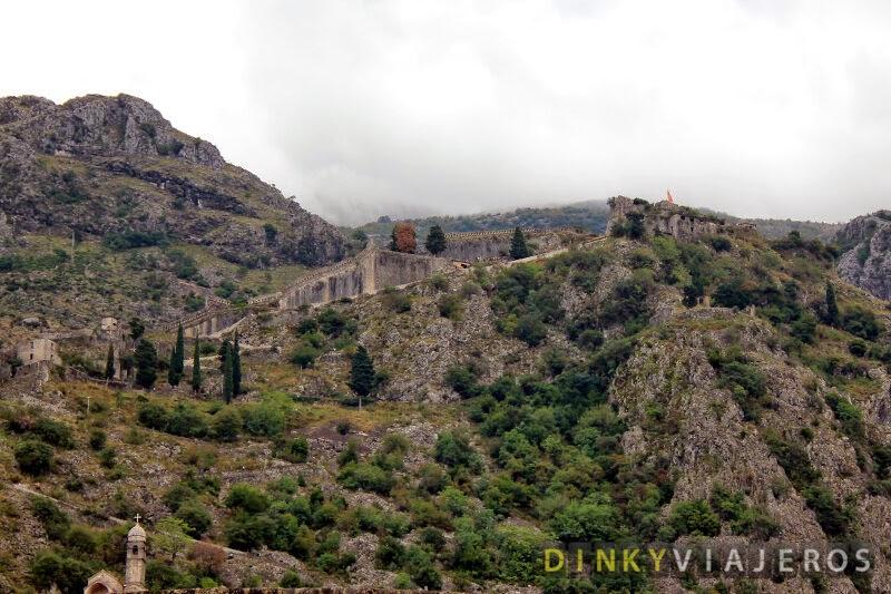 La Fortaleza de San Juan, sobre la colina