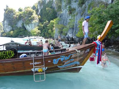 Monkey Beach, Islas Phi Phi, longtail, Tailandia, La vuelta al mundo de Asun y Ricardo, vuelta al mundo, round the world, mundoporlibre.com
