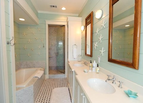 decorating with aqua blue in bathroom