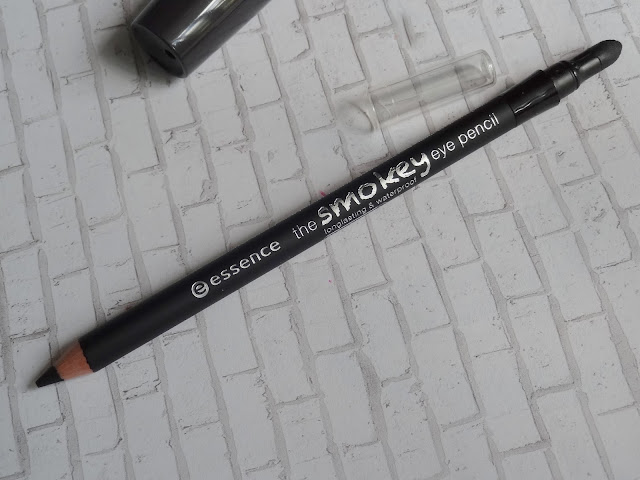 Essence The Smokey Eye Pencil in Back to Black