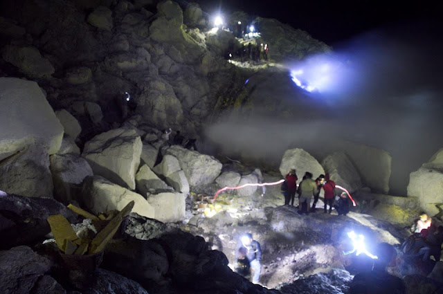 "Permalink to Berwisata Ke Fenomena Alam ""Blue Fire"" Api Biru Kawah Ijen Banyuwangi Indonesia"