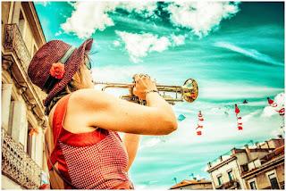 Cécile Braud de la fanfare brass band Tahar Tag'l Taaartagueule TTGL au festival des fanfares à Montpellier le samedi 01 juillet 2017
