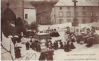 CPA Auvergne la messe en plein air
