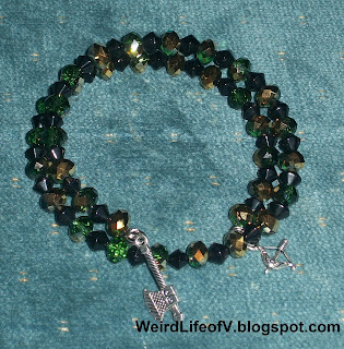 DIY: Lord of the Rings inspired beaded memory wire bracelet