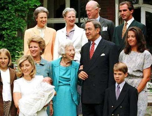"""Πώς κρατά επαφή η τέως βασιλική οικογένεια; - Μας το """"πρόδωσε"""" ο Παύλος"""