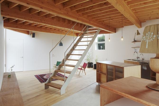 Casa tipo loft en jap n snark y uovi arquitectura y for Casas estrechas y alargadas