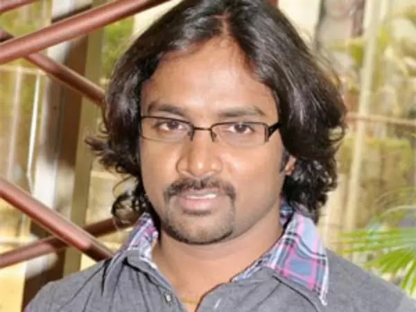 Ayyayo Nenju Alayuthadi Song Lyrics in Tamil - அய்யயோ நெஞ்சு அலையுதடி