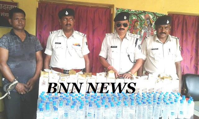 दिवान पलंग में छुपा कर बिक्री कर रहा था शराब, चढ़ा पुलिस के हत्थे