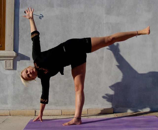 Mỗi ngày một tư thế Yoga | 6-Tư thế nữa vầng trăng