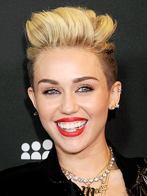 Miley-Cyrus-red-hot-sexy-lips