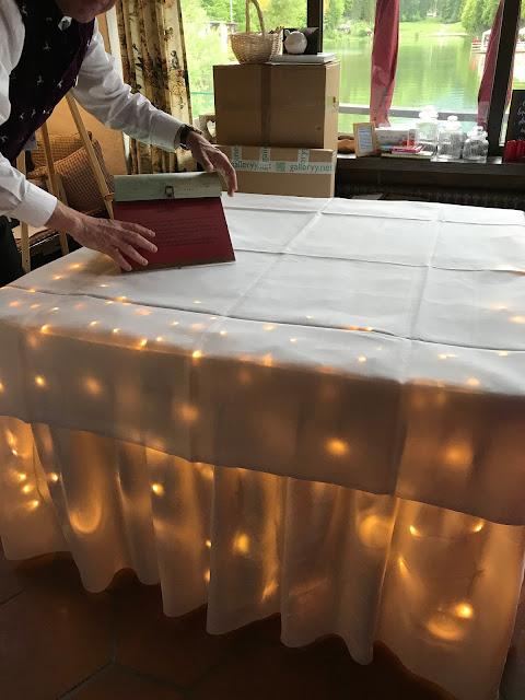 Licht-Dekoration, Rot Liebe, Blau Treue, Weiß Unschuld, Farbschema, Hochzeit, heiraten in Garmisch, Bayern, Deutschland, Riessersee Hotel, Hochzeitshotel, Hochzeitsplanerin Uschi Glas
