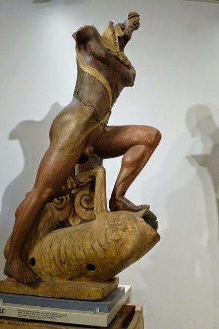 Escultura monumental etrusca em ceramica