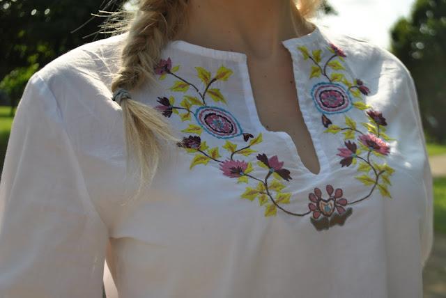 camicia bianca con ricami floreali camicia con ricami come abbinare una camicia a mezza manica camicia con ricami come abbinare la camicia con ricami mariafelicia magno fashion blogger colorblock by felym outfit bianco outfit giugno 2016