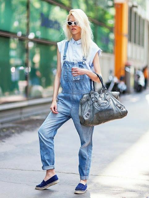 outfit salopette di jeans come abbinare la salopette di jeans abbinamenti salopette jeans outfit estivi salopette jeans idee outfit salopette di jeans salopette in denim come abbinare la salopette in denim abbinamenti salopette denim idee outfit salopette denim salopette denim street style