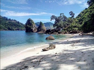 wisata pantai teluk asmoro