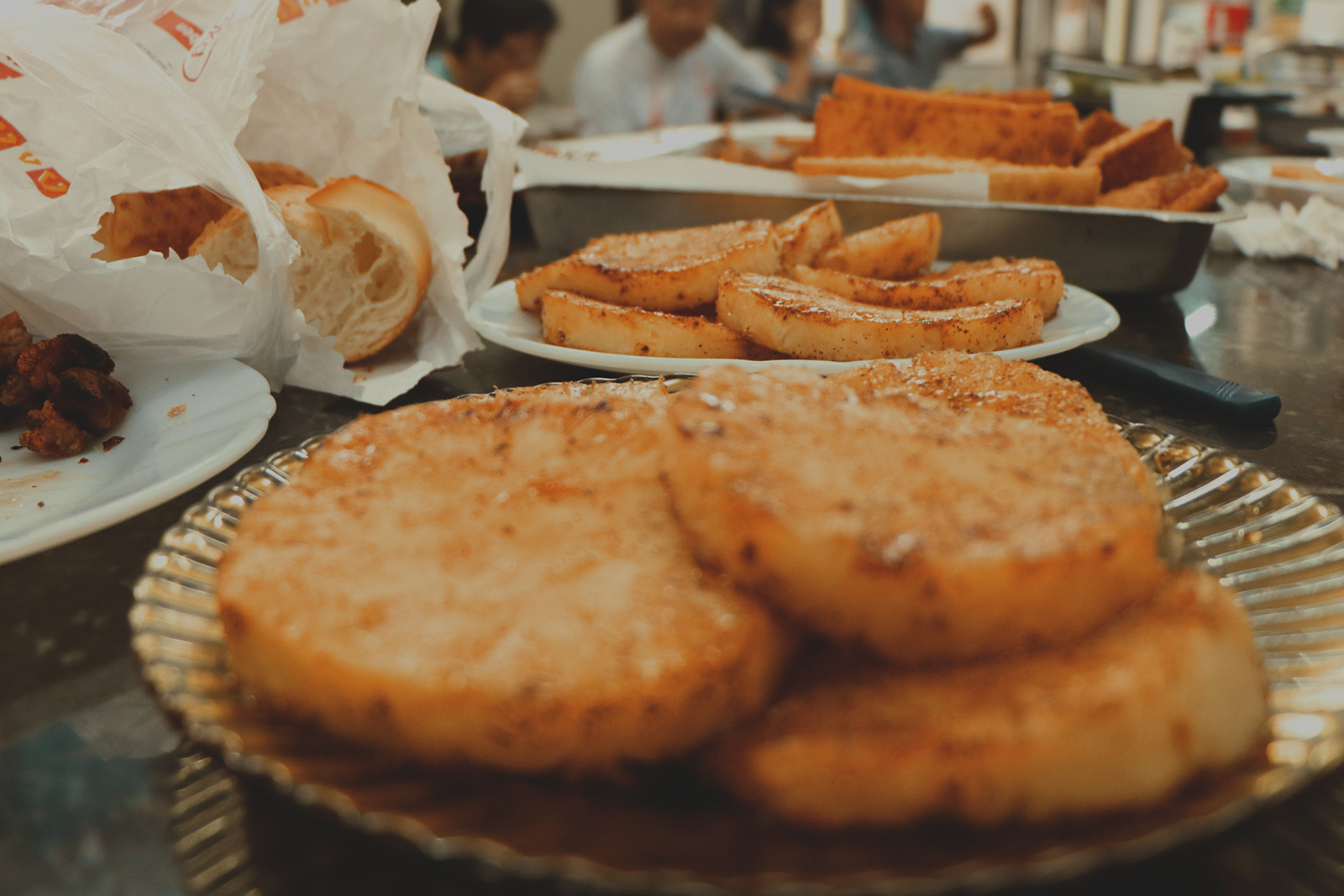 mesa churrasco brasileiro abacaxi açúcar e canela