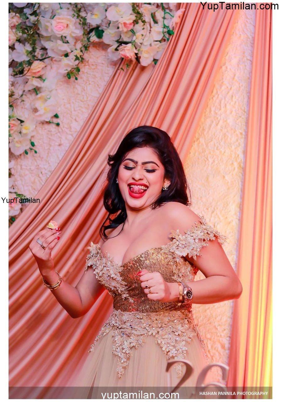 Piumi Hansamali Hot Cleavage Images