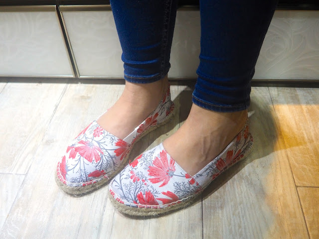 Tropical Storms | outfit shoe details of floral print espadrilles