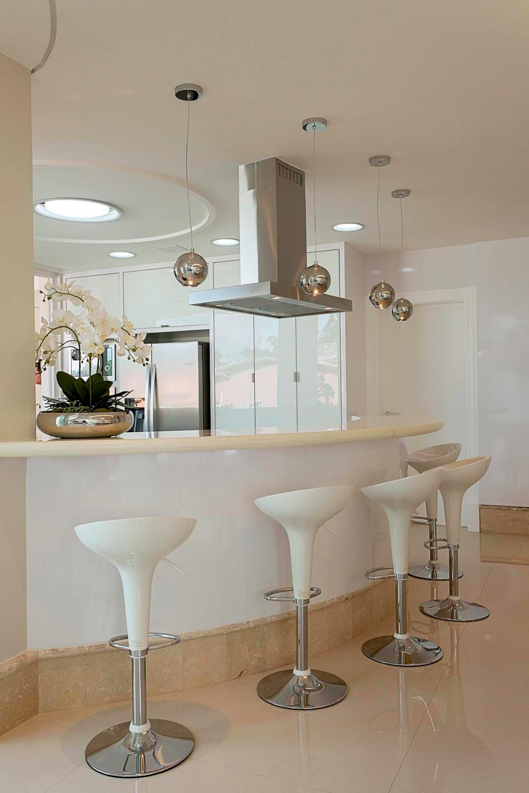 Cozinha americana com bancada/layout circular linda! Decor Salteado  #644E37 1067 1600